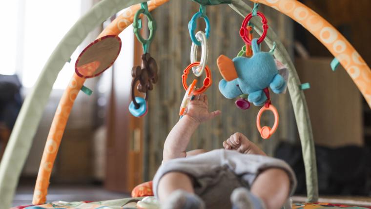 Éveiller et stimuler votre nouveau-né