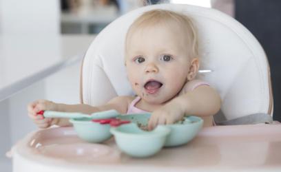 Diversification alimentaire : de 6 à 12 mois, que mange mon bébé ?
