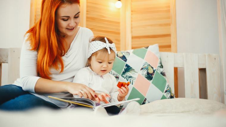 Quand commencer à lire des livres à bébé ?
